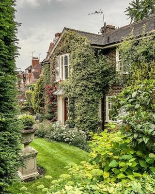Beautiful House_London_020421A