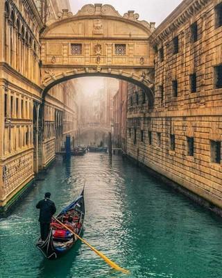 Venice_Italy_020321A