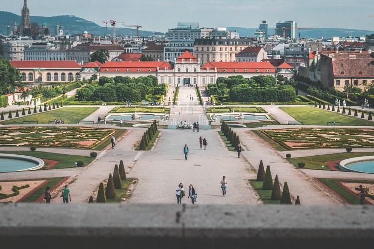 Belvedere_Palace_Wien_Austria_Daniel_Plan_Uplash_101020A